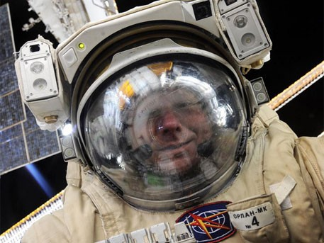 Оросын сансрын нисгэгч Падалка анхны сансрын сельфиг хийжээ