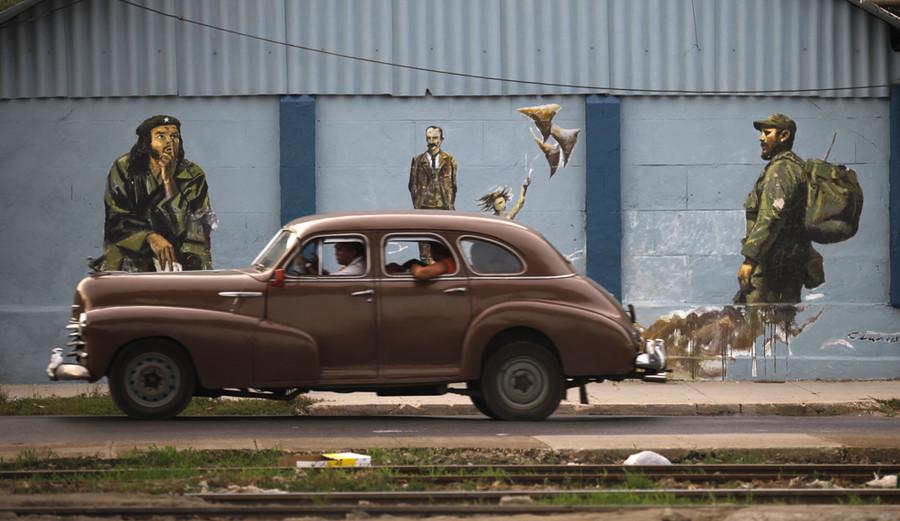 Гавана хот Фидель Кастрогийн зургуудаар дүүрчээ