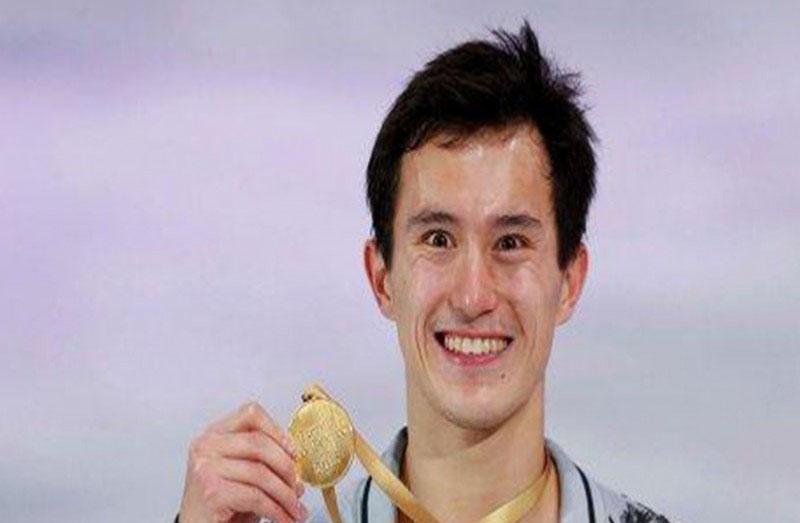 Хонгконг гаралтай Канад уран гулгагч Патрик Чан их спортоо орхилоо