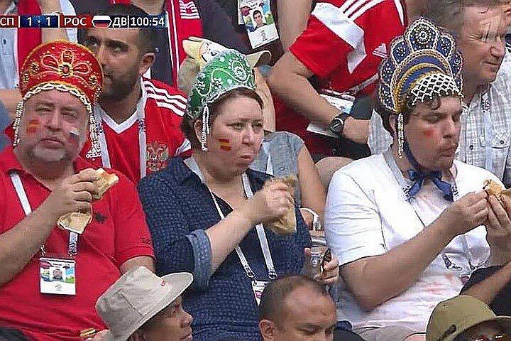 ДАШТ-ын үеэр дэлхий нийтэд танил болж буй Оросын фанат эхнэр, нөхөр, ач хүү гурав