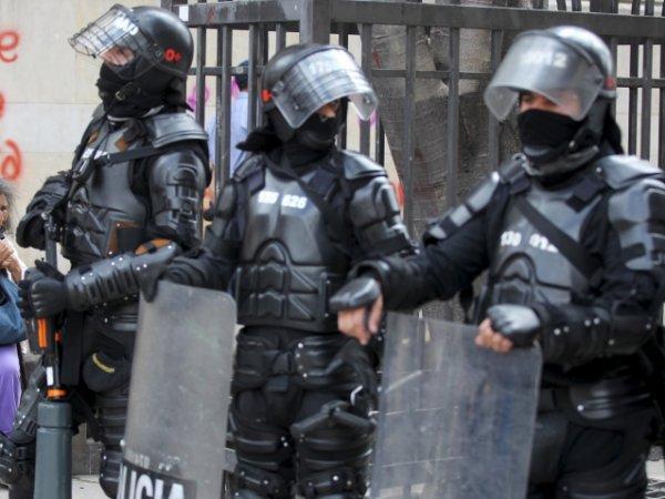 Колумбад 1400 цагдааг ажлаас нь халлаа