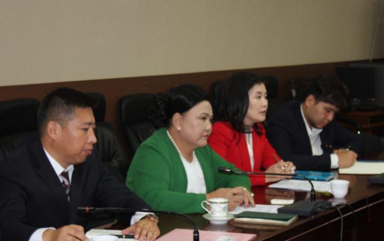 БОАЖ-ын сайд Д.Оюунхорол ХБНГУ-ын Сэргээн Босголт Зээлийн Банкны төв салбарын үнэлгээний багийн төлөөлөгчидтэй уулзлаа