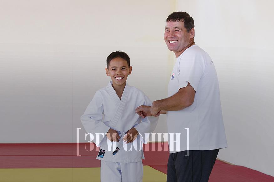 Т.Үйтүмэн: Хүүгээ бокс руу орчих болов уу гэж бодсон чинь жүдо барилдана гээд байна