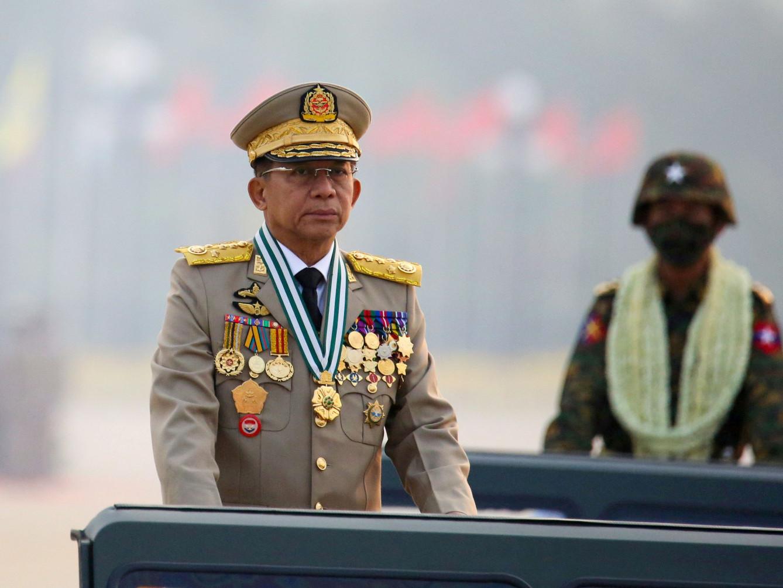 Хятадад арванзургаан генералыг хорьжээ