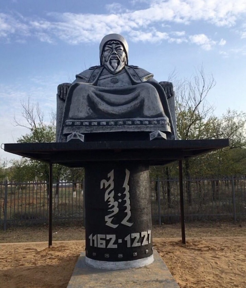 ОХУ-ын Халимаг улсад Чингис хааны анхны хөшөө сүндэрлэлээ