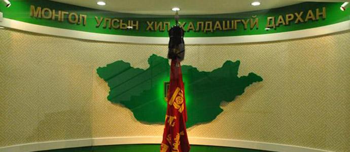 Хятадын иргэн нэрээ сольж Монголын хилээр нэвтрэхийг завджээ