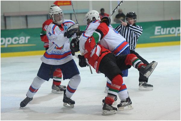 Бичлэг: Монголын хоккейчид арабуудтай зодолдов