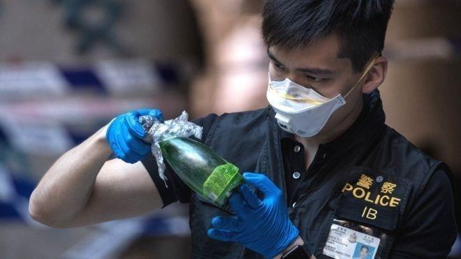Хонг Конгийн цагдаа нар их сургуулийн байрнаас 4,000 орчим шатаагч бөмбөг илрүүлжээ