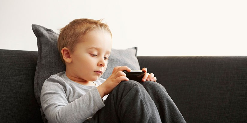 Гар утас, таблет, зурагт хүүхдийн хөгжилд хэрхэн нөлөөлж байна вэ