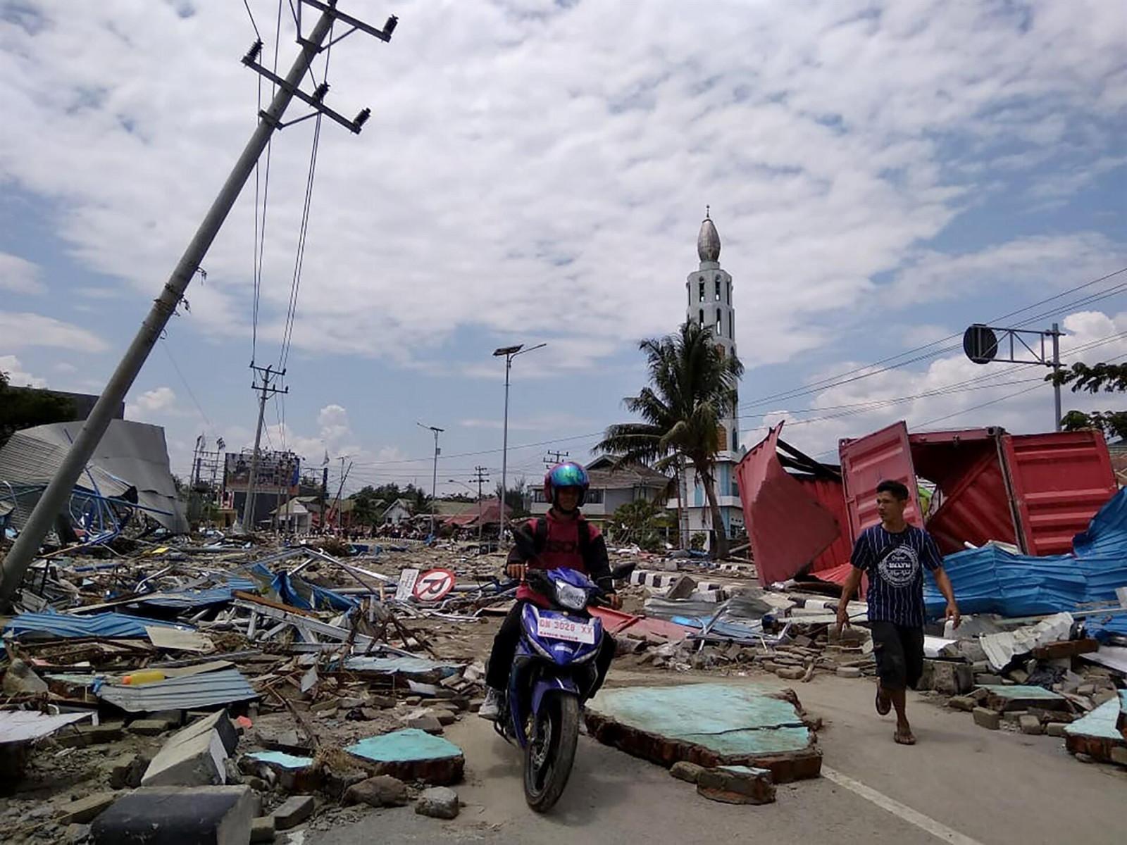 Индонезод газар хөдлөлтийн улмаас амиа алдагсдын тоо 67 болжээ