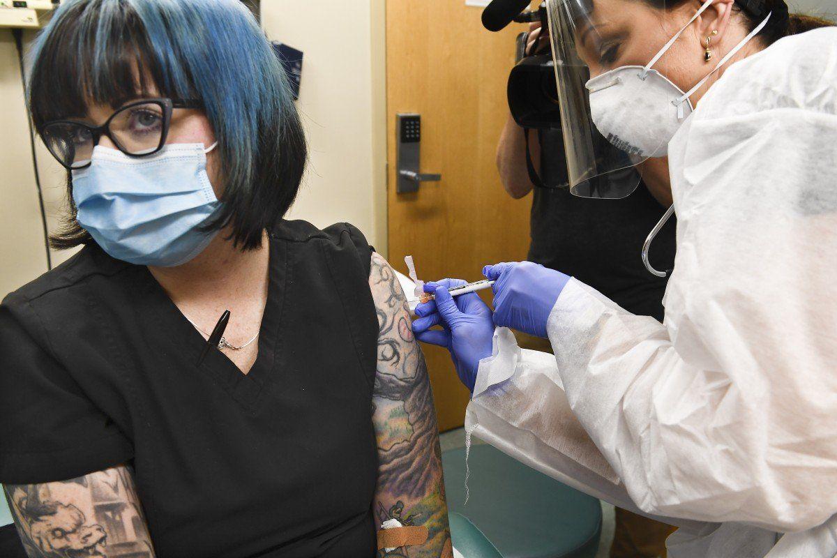 АНУ-ын Moderna компанийн бүтээж буй Covid-19 өвчний эсрэг вакцин энэ оны сүүлээр бэлэн болно