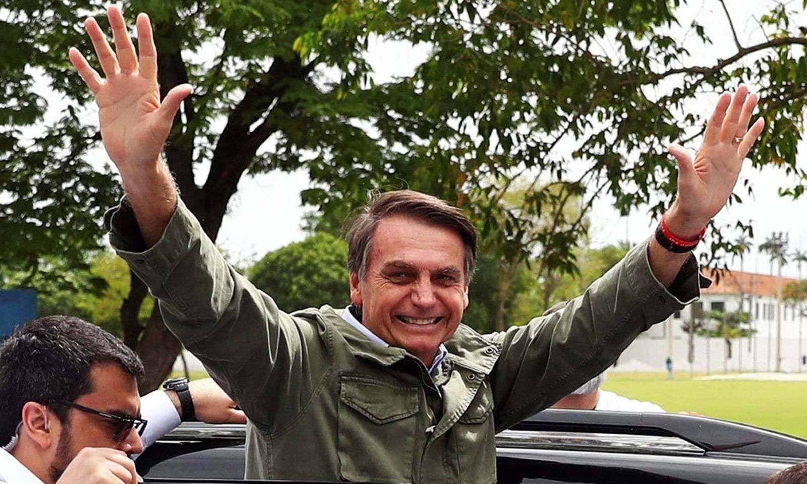 Жүжигчин ДиКаприо мөнгө төлж Амазоны ширэнгийг шатаалгаж байна гэж Бразилын ерөнхийлөгч мэдэгдэв
