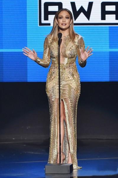 """""""American Music Awards -2015""""-ын ёслолын арга хэмжээнд Jennifer Lopez 9 даашинз сольж өмсжээ"""