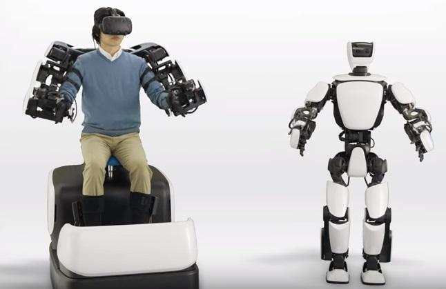 """Тоёота хүний биеийн хөдөлгөөнийг дуурайн хөдөлдөг """"T-HR3"""" роботын загвараа танилцуулжээ"""