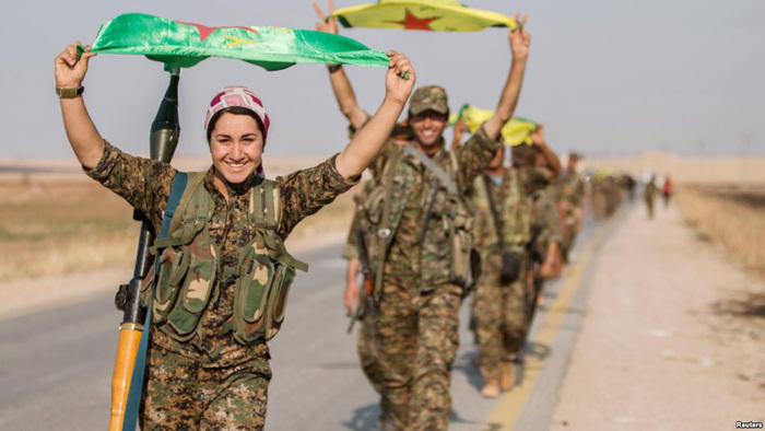 Курдууд Раккад цэргийн баазыг чөлөөлөв