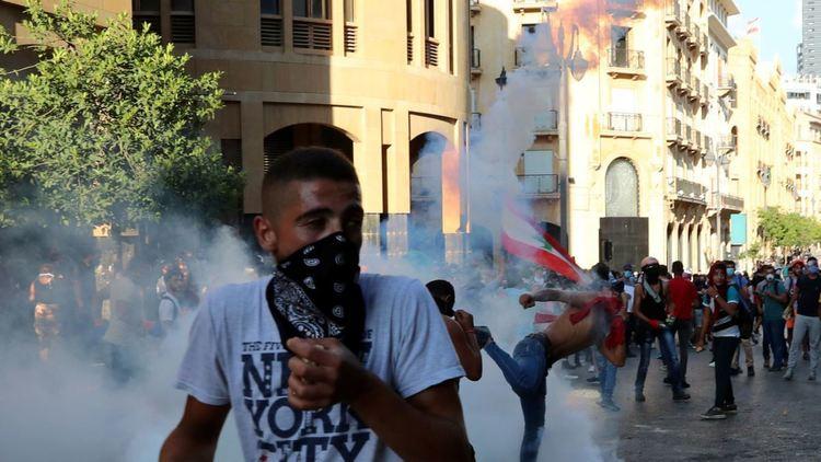 Ливан: Эсэргүүцэгчдийг тараахаар цагдаа, армийнхныг дайчилжээ