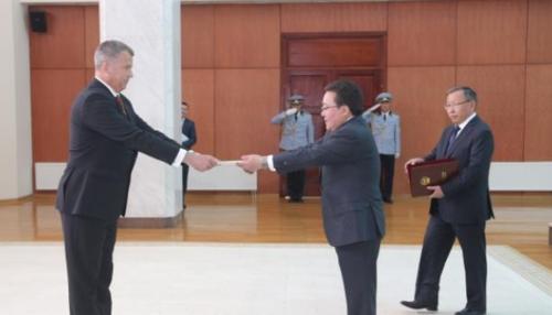 Монгол Улсын Ерөнхийлөгчид Унгар Улсын Элчин сайд итгэмжлэхээ барив