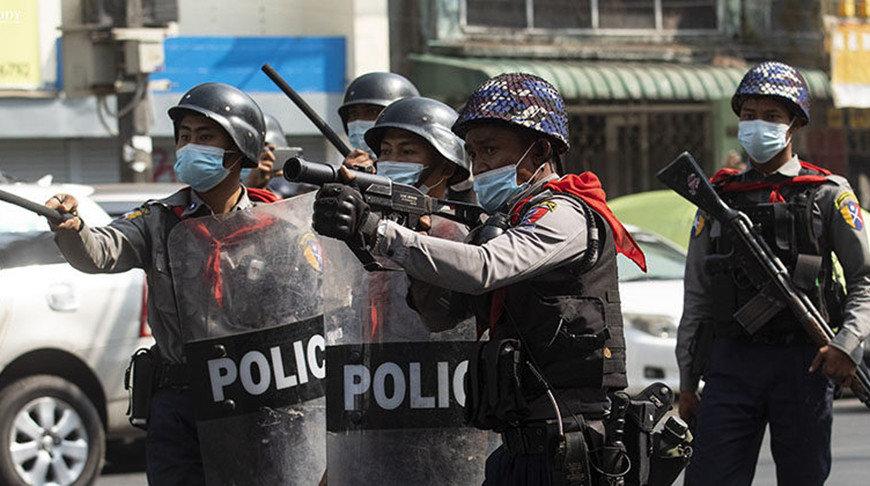 Мьянмар: Цэргийнхнийг эсэргүүцсэн иргэд рүү гал нээж, хүний амь үрэгдэв