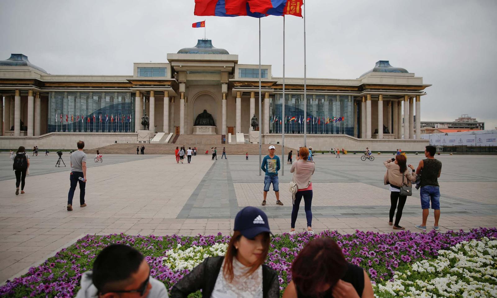 Маш ухаантай, хэтэрхий амжилттай монгол эмэгтэйчүүд нөхөртэй болоход хэцүү