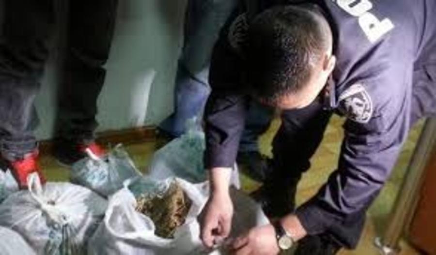 Хар тамхи хилээр оруулж ирсэн залуусыг баривчилжээ