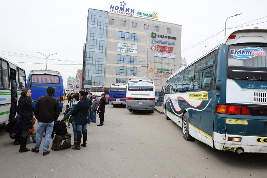 Улаанбаатар Ховдын чиглэлд 35 хүн тээвэрлэж явсан автобус шатжээ