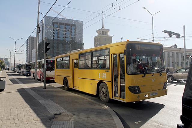 Автобус гэнэт тормозлож, хүн бэртээжээ