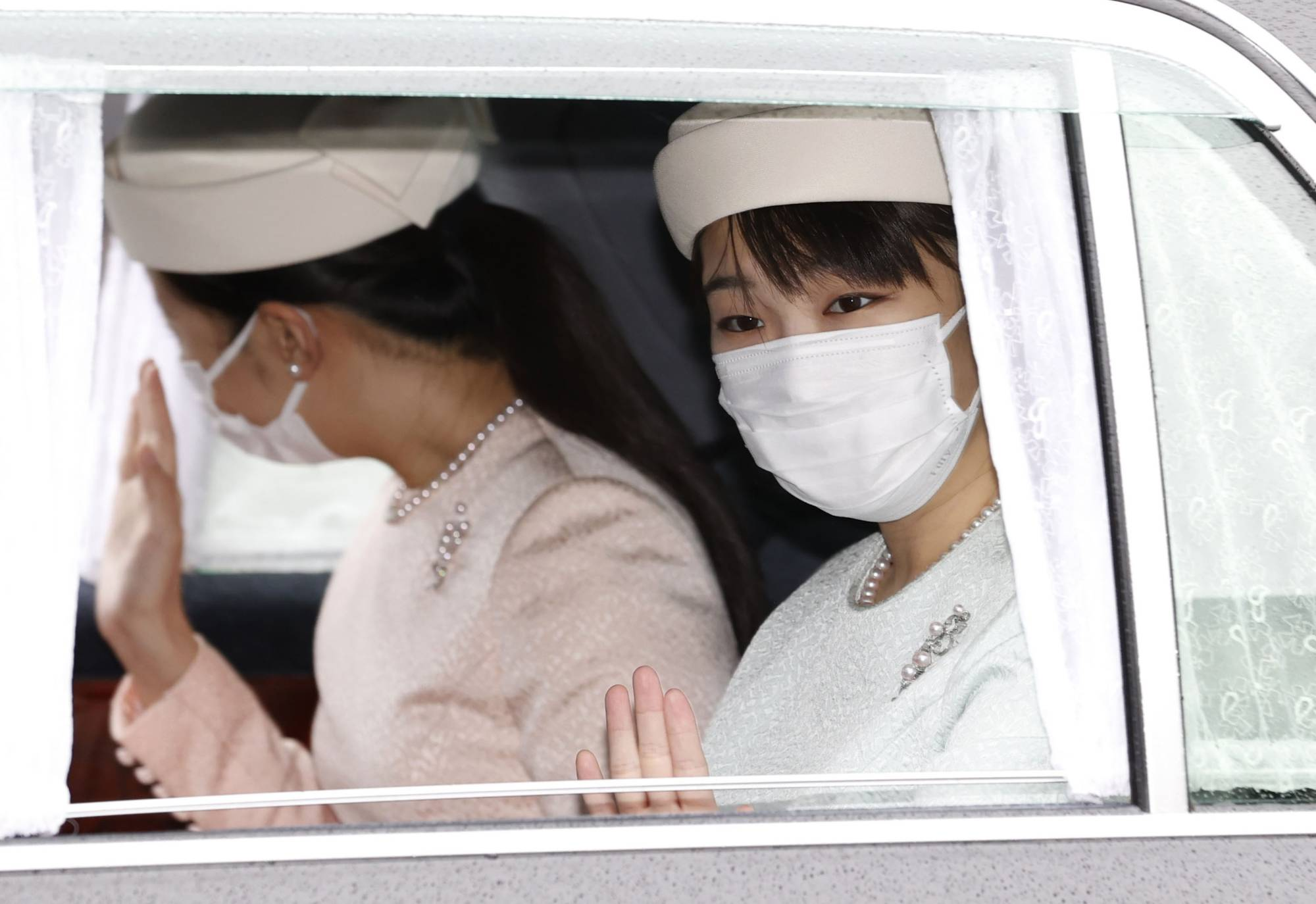 Японы гүнж эзэн хааны гэр бүлээ орхин, энгийн иргэн болж байна