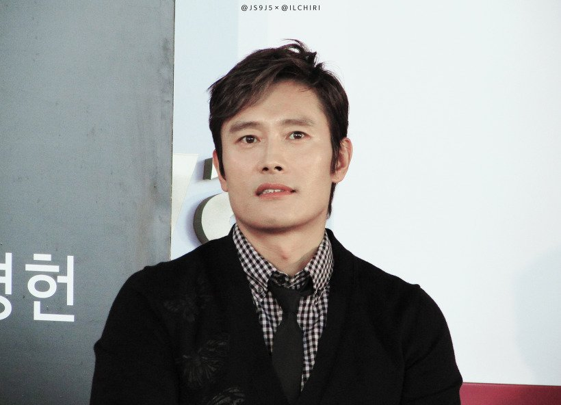 Жүжигчин И Бён Хун улсдаа 100 сая воныг хандивлажээ