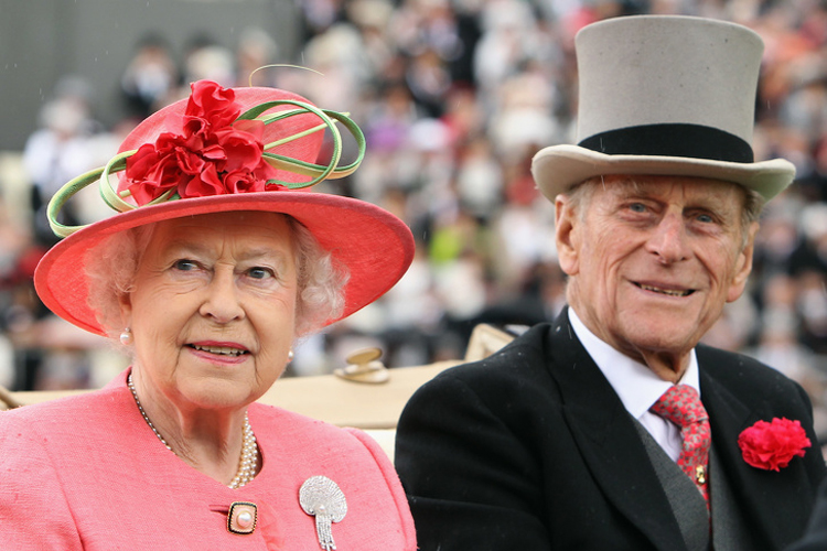Хатан хааны насны ханиараа сонгосон Европын хамгийн ядуу хунтайж
