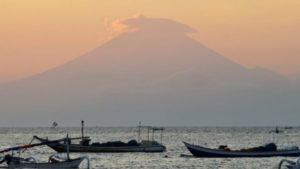 Балид галт уулын дэлбэрэлтийн улмаас хамгийн дээд түвшний түгшүүр зарлажээ