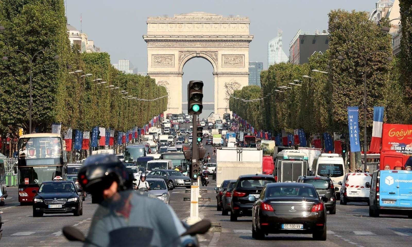 Гаж донтой Францын төрийн албан хаагчийн хэргийг шүүх гэж байгааг мэдээлжээ