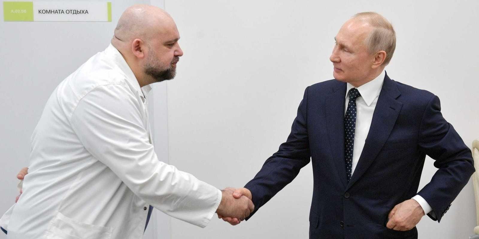 ОХУ-ын ерөнхийлөгч Владимир Путинтэй гар барьсан эмчээс коронавирусийн халдвар илэрчээ