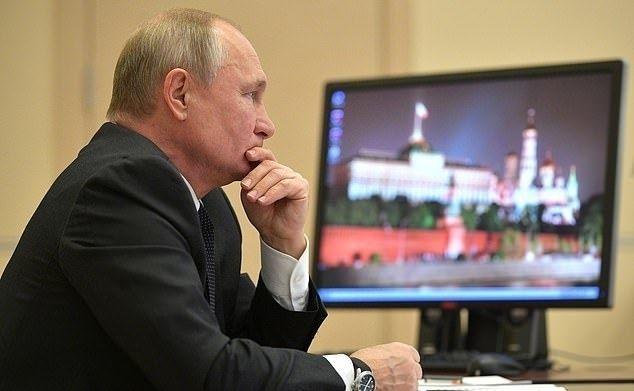 ОХУ-ын ерөнхийлөгч Владимир Путин Кремльд эргэн иржээ