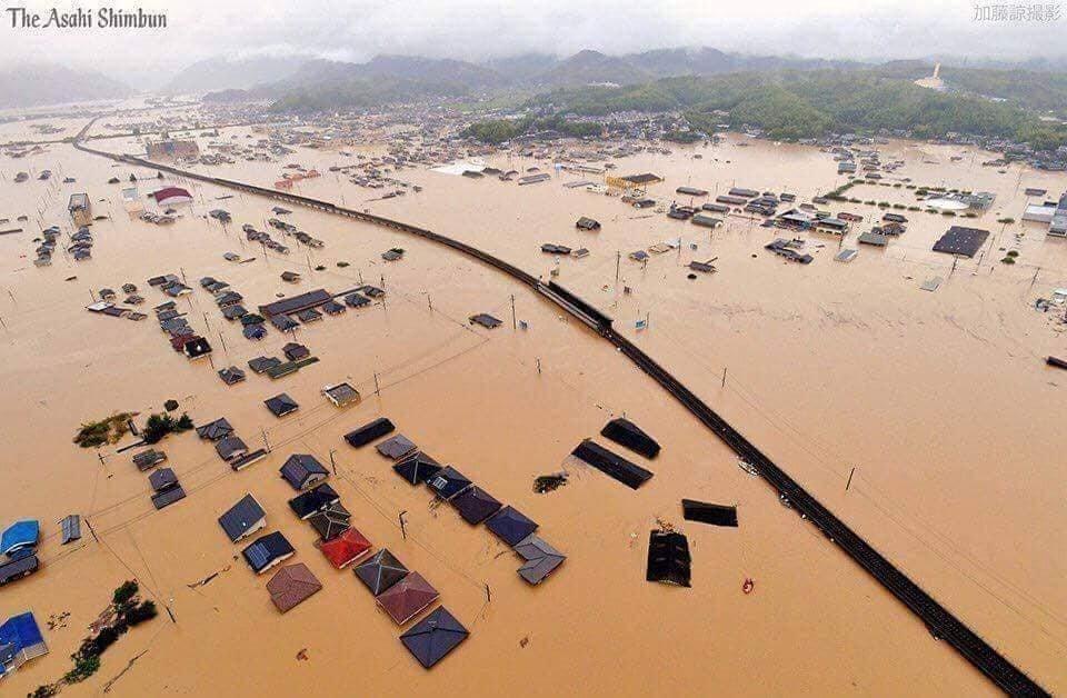 ФОТО: Япон улсад тасралтгүй 3 хоног орсон борооны дараа