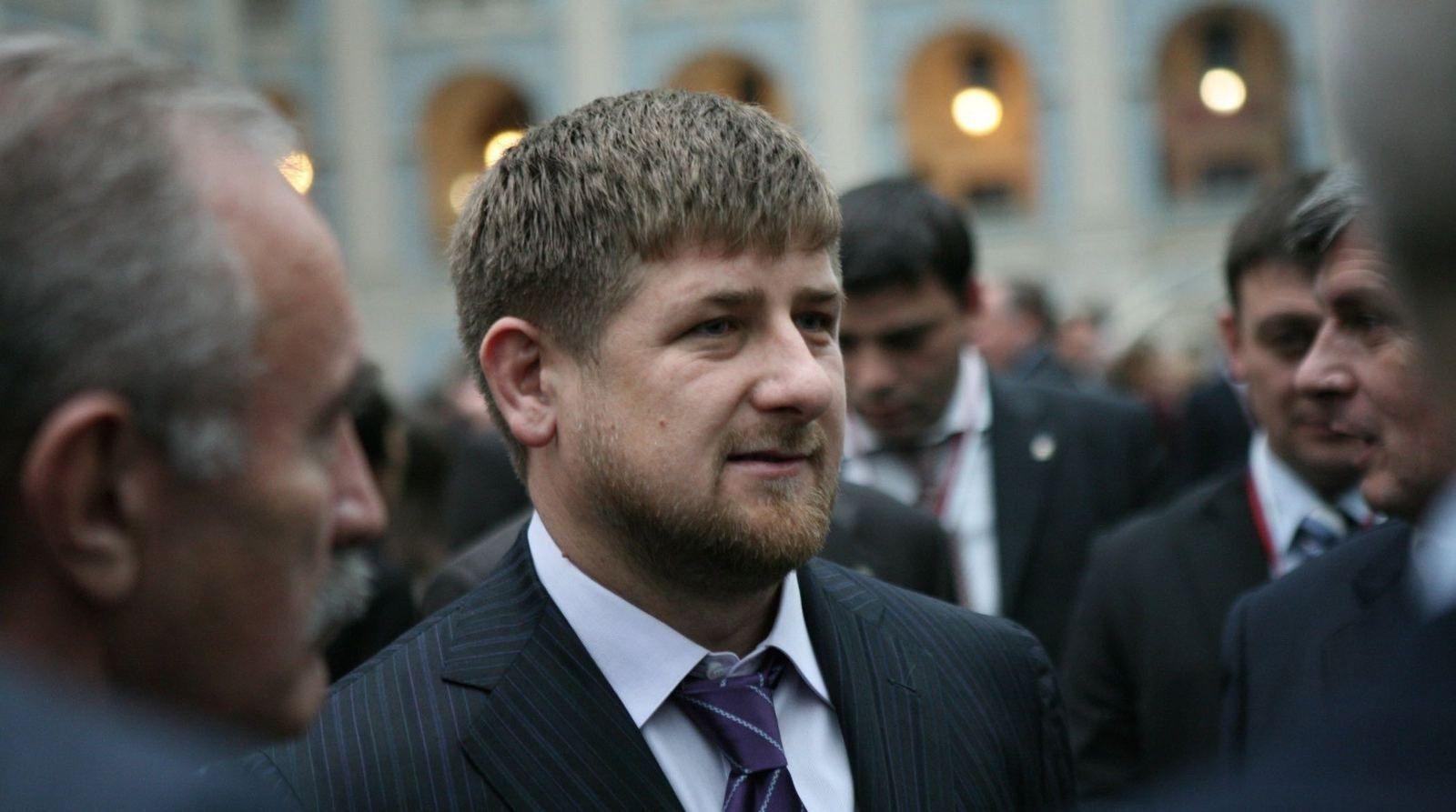 Чечений удирдагч Рамзан Кадыров коронавирусийн халдвар авч, Москвагийн эмнэлэгт хүргэгдсэн тухай мэдээлжээ