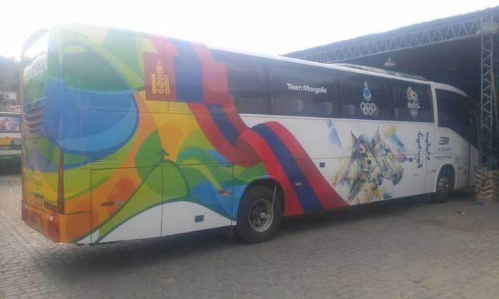 Манай тамирчид автобус хөлөглөнө