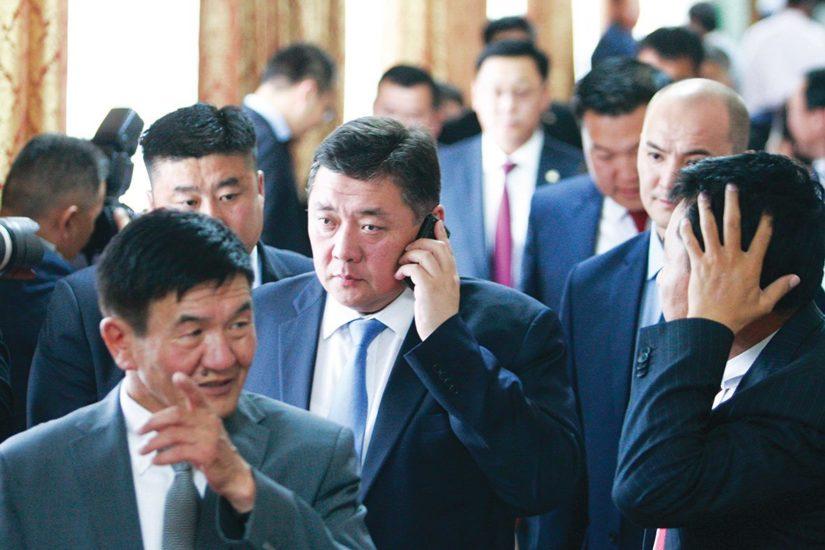 Монголын ард түмэн хэдий болтол эрх баригчдын худал амлалтад хууртагдах вэ?