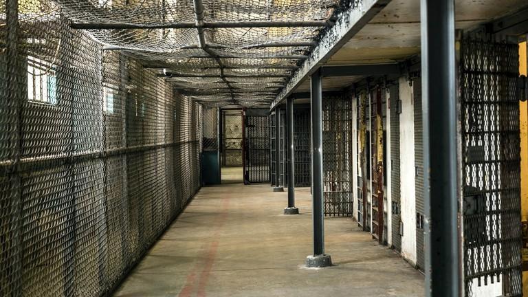 Нью-Йорк хотын дарга 300 хоригдлыг суллах захирамж гаргажээ