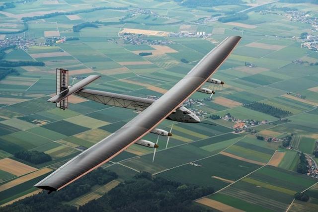 Нарны эрчим хүчээр ажилладаг онгоц дэлхийг тойрох аялалаа дуусгав