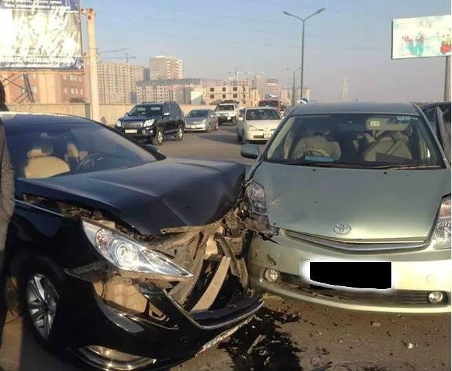 Улсын тусгай дугаартай машин осол гаргажээ