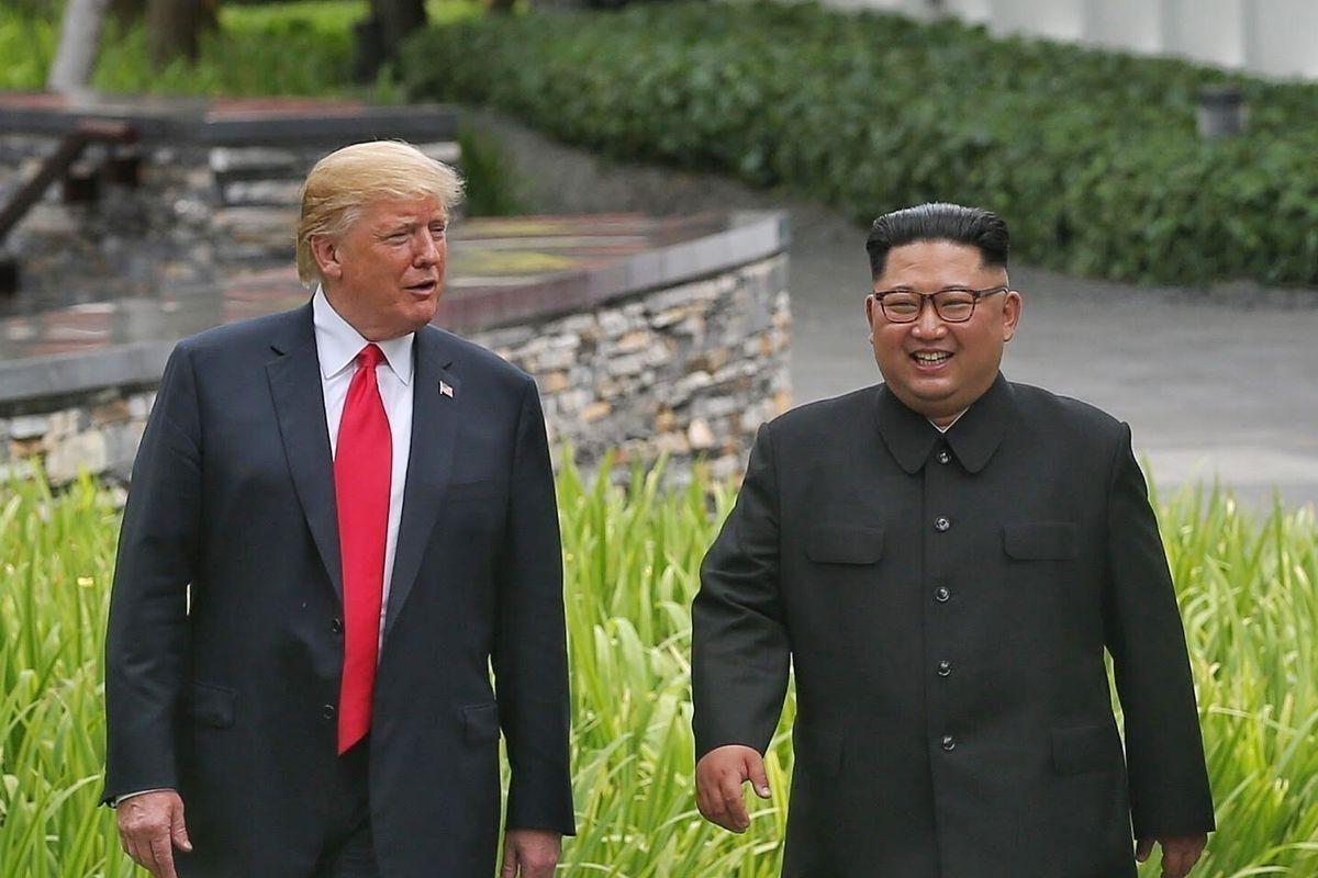 """Ким Жон Уныг дахиж шоолбол Трампын хочийг """"сэргээнэ"""" гэж сүрдүүллээ"""