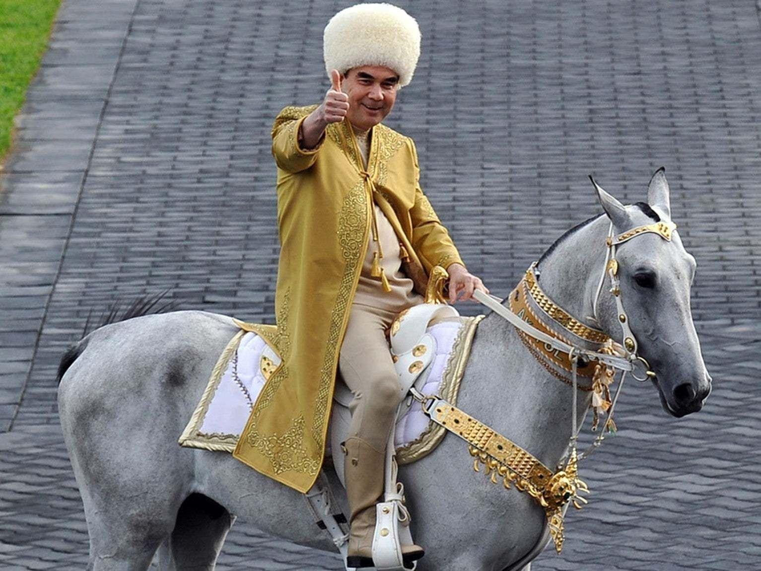 Туркменистаны ерөнхийлөгч зурагтаар дотоод хэргийн сайдаа огцруулж үзүүлэв