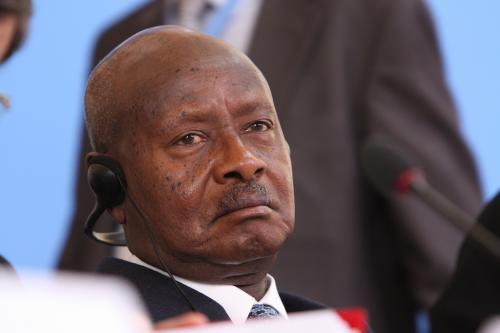 Угандагийн Ерөнхийлөгч улс орондоо аман сексийг хориглолоо