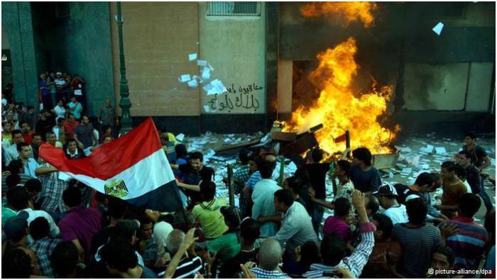 Египетийн үймээнээс болж 18 хүн амиа алджээ
