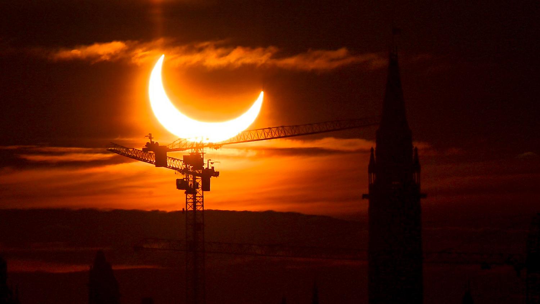 ФОТО: Нарны цагариган хиртэлт ДЭЛХИЙ ДАХИНД