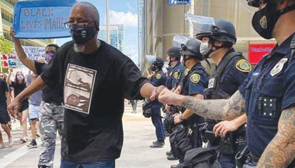 АНУ дахь эсэргүүцлийн хөдөлгөөнд ОРОСЫН ТАГНУУЛ байгааг олж илрүүллээ