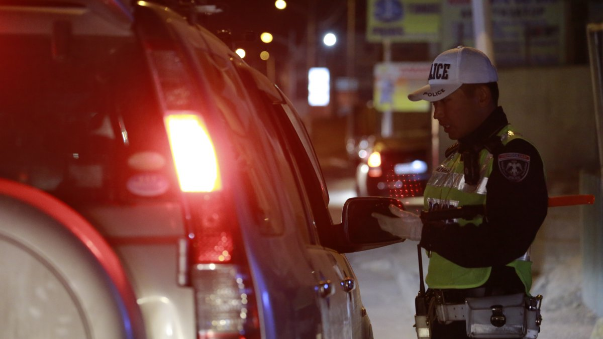 ДУРААРАА БИШ ЭЭ ДҮРМЭЭРЭЭ: Нэг шөнийн дотор нижгээд согтуу жолооч нарыг илрүүллээ