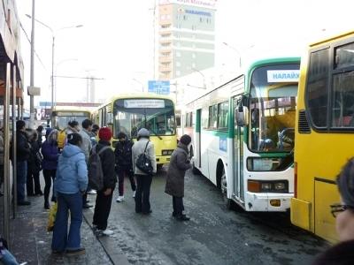 Иргэд нийтийн тээврээр үйлчлүүлэхдээ карт авдаг болно